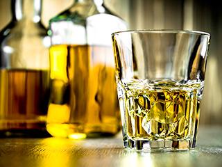 コップに注がれたウイスキー